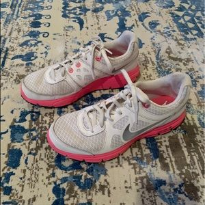 Nike shoes size 7. Great condition.